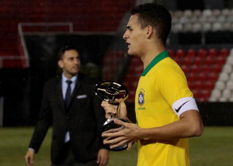 Seleção Brasileira recebe troféu Fair Play no Sul-Americano Sub-15